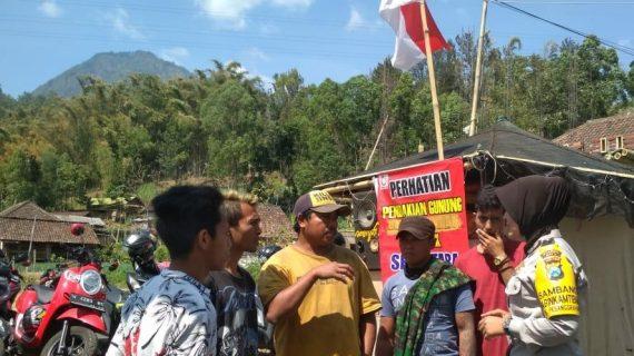 Anggota Bhabin Sambang Lokasi Parkir Wisata Gunung Panderman Bhabin Desa Pesanggrahan Polsek Batu Kota Sampaikan Pesan Kamtibmas