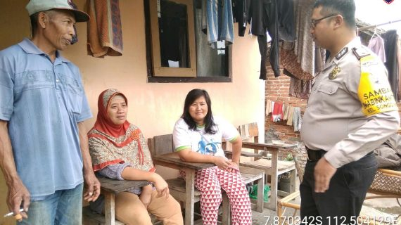 Sambang Sore Kunjungan Kerukunan Tetangga Bhabinkamtibmas Kelurahan Songgokerto Polsek Batu Kota Polres Batuserap aspirasi warga dan dalam rangka Harkamtibmas