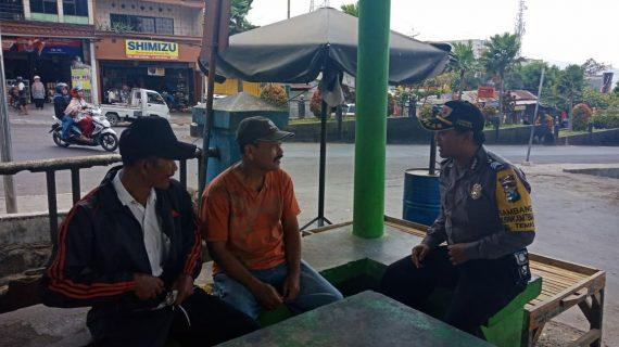 Sambang Tempat Parkir Pasar Batu Bhabinkamtibmas Kelurahan Temas Polsek Batu Kota Polres Batu Sampaikan Pesan Kamtibmas