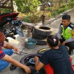 Sambang Usaha Bengkel Motor, Bhabin Desa Sumberejo Polsek Batu Kota Polres Batu , Sampaikan Pesan Kamtibmas Agar Tetap terjaga Sinergitas Dan Keamanan Wilayah.