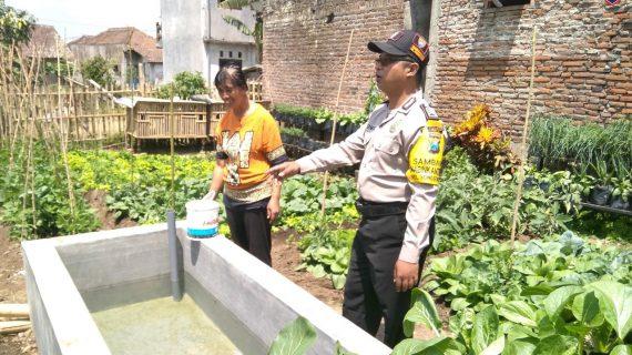 Lakukan Pendekatan Guna Jalin Mitra Dengan Masyarakat, Polsek Batu Kota Polres Batu Berkunjung Ke Kawasan Rumah Pangan Lestari