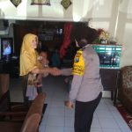 Anggota Bhabinkamtibmas Kegiatan Sambang Warga, Tingkatkan Kepercayaan Masyarakat Terhadap Polri Bhabinkamtibmas Desa Pesanggrahaan Polsek Batu KotaPolres Batu