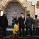 Kapolsek Bumiaji menjadi Imam sholat Maghrib dalam rangka Giat Memakmurkan Masjid