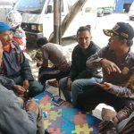 Sinergitas Bersama Masyarakat,   Bhabinkamtibmas Kelurahan Temas Polsek Batu Kota Polres Batu Sambangi Warga Paguyuban Sopir Truk  .