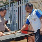 Sambangi Desa Binaan Bhabin Desa Sidomulyo Polsek Batu Kota Sampaikan Pesan Kamtibmas kepada pengusaha mebel