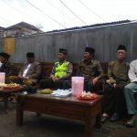 Bhabin Polsek Pujon Polres Batu Menghadiri Giat Santunan Anak Yatim Dan Duafa Di Desa Ngabab