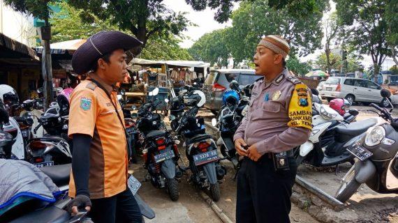 Sambang Juru Parkir Bhabin Kelurahan Temas Polsek Batu Kota Polres Batu Sampaikan Pesan Kamtibmas