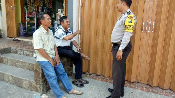 Door To Door System Kunjungan Tempat Usaha Warga Bhabinkamtibmas Desa Oro Oro Ombo Polsek Batu Kota Polres Batu serap aspirasi warga