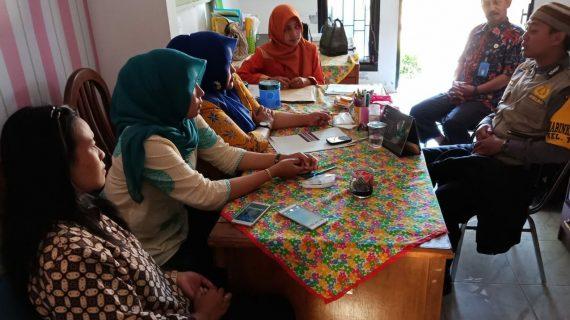 Anggota Bhabinkamtibmas Sambang Sekolah SD Negeri Temas 02 Bhabinkamtibmas Kelurahan Temas Sampaikan Pesan Kamtibmas
