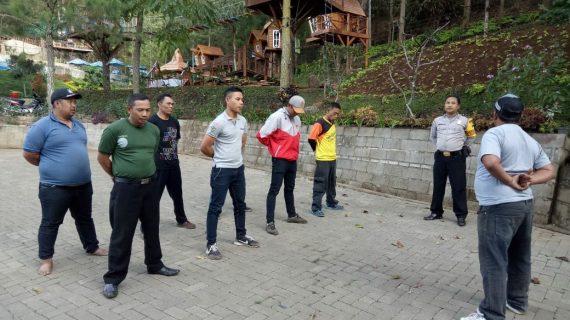 Peningkatan Pam Swakarsa Bhabin Desa Oro Oro Ombo Polsek Batu Kota Polres Batu Latihan PBB Satpam Batu Flower Garden