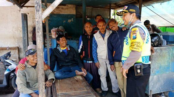 Patroli Bhabinkamtibmas Kelurahan Temas Polsek Batu Kota Polres Batu Sampaikan Pesan Kamtibmas Tatib Lalin