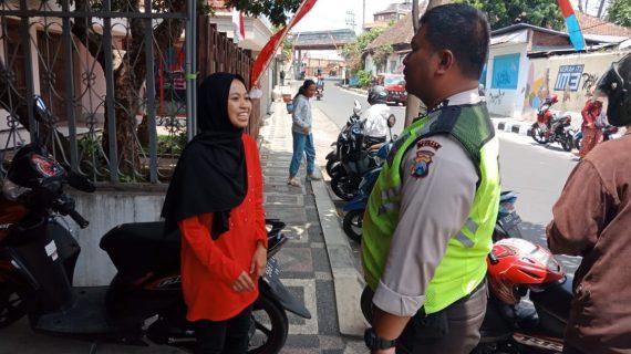 Patroli  Kanit Binmas Polsek Batu Kota Polres Batu Sampaikan Pesan Kamtibmas Menjaga Kerukunan Tetangga
