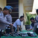 Kabag Sumda Polres Batu Kompol Imam Rofiq, SH laksanakan pengecekan senjata api inventaris dinas