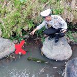 Anggota Sat Lantas Polres Batu Mendatangi TKP penemuan Mayat Bayi