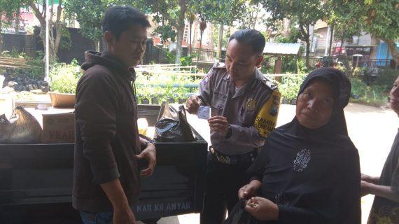 Bhabinkamtibmas Tatap Muka dan DDS, Monitoring Sembako Murah Bhabin Kelurahan Ngaglik Polsek Batu Kota Hadir Pantau Giat di Pendopo Kelurahan Ngaglik