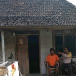 Silaturahmi Ke Rumah Tokoh Masyarakat Bhabin Kel Songgokerto Polsek Batu Kota Polres Batu Sampaikan Pesan kamtibmas