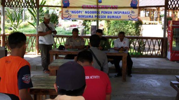Bhabinkamtibmas Silaturahmi dan DDS Warga, Cangkru'an Kapolsek Bumiaji di Wahana Pagupon Wisata Coban Talun