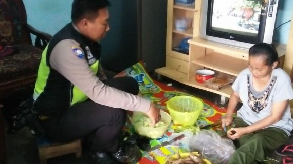 Kegiatan Sambang Silaturahmi Kamtibmas, DDS Rumah Warga Bhabinkamtibmas Sisir Polsek Batu Polres Batu Titipkan Pesan Pesan Kamtibmas