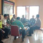 kapolsek Pujon Polres Batu dan Muspika kec Pujon menghadiri giat musyawarah bersama PD Jasayasa, Perhutani,