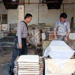 Sambang Usaha Industri Tahu Bhabin Kelurahan Temas Polsek Batu Sampaikan Pesan Kamtibmas