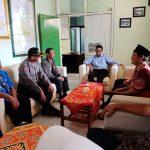 Bhabinkamtibmas Polsek Batu Kota Polres Batu Laksanakan Silahturahmi Dengan Perangkat Kelurahan Temas Sampaikan Pesan Kamtibmas
