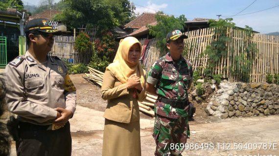 Giat Program Berkat (Bedah Kesejahteraan Masyarakat) Oleh 3 Pilar Kamtibmas Kelurahan Songgokerto Polsek Batu Polres Batu