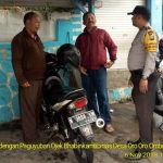 Anggota Bhabinkamtibmas Silaturahmi dan Sambang Warga, Bhabinkamtibmas Desa Oro Oro Ombo Polsek Batu Polres Batu Tatap Muka Dengan Paguyuban Ojek