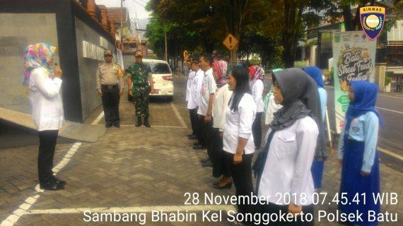 Bhabinkamtibmas Kelurahan Songgokerto Polsek Batu Polres Batu Giat Apel Bersama 3 Pilar Untuk Menjaga Sinergitas