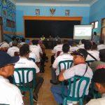 Bhabinkamtibmas Polsek Pujon Polres Batu Mendampingi Kades Ngabab Menerima Kunjungan dari Pemkab Bone