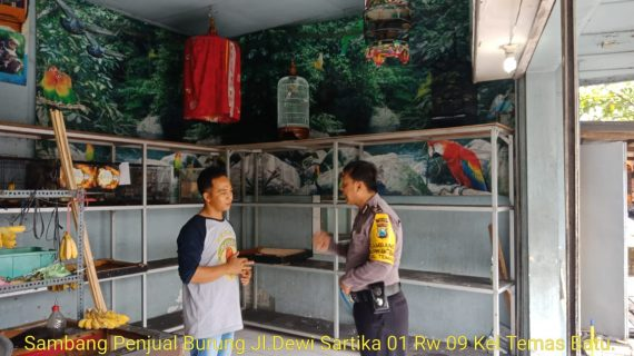 Anggota Bhabinkamtibmas Giat Silaturahmi, Sambang Tempat Jual Beli Burung Kicau Bhabinkamtibmas Kelurahan Temas Polsek Batu Polres Batu