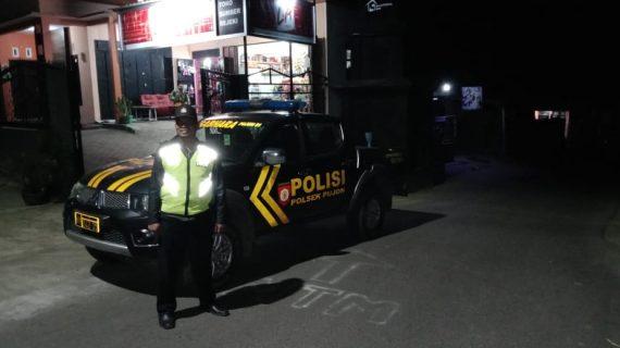 Tingkatkan Keamanan, Anggota Polsek Pujon Polres Batu Patroli Malam