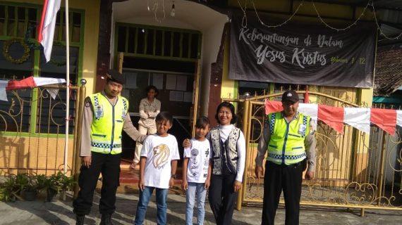 Tingkatkan Keamanan Tempat Ibadah, Polsek Pujon Polres Batu Laksanakan Pengamanan Lokasi