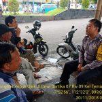 Anggota Bhabinkamtibmas Silaturahmi Ke Warga, Sambang Kelompok Ojek Bhabinkamtibmas Polsek Batu Kota Polres Batu Sampaikan Pesan Kamtibmas