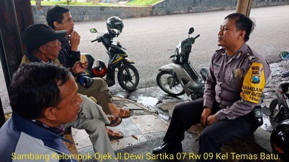 Anggota Bhabinkamtibmas Giat Silaturahmi Sampaikan Pesan Kamtibmas, Sambang Kelompok Ojek Bhabinkamtibmas Polsek Batu Kota Polres Batu
