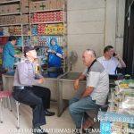 Anggota Bhabinkamtibmas melakasanakan gait DDS dan Silaturahmi, Sambang Tempat Usaha Bahan Pokok Bhabinkamtibmas Kelurahan Temas Polsek Batu Kota Polres Batu