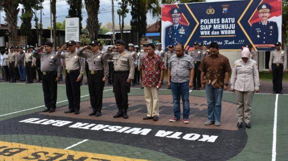 Apel Pagi Polres Batu, Kasubbag pers Mengingatkan Anggota Yang mengikuti Upacara 10 Nopember 2018 di tiga tempat Besuk