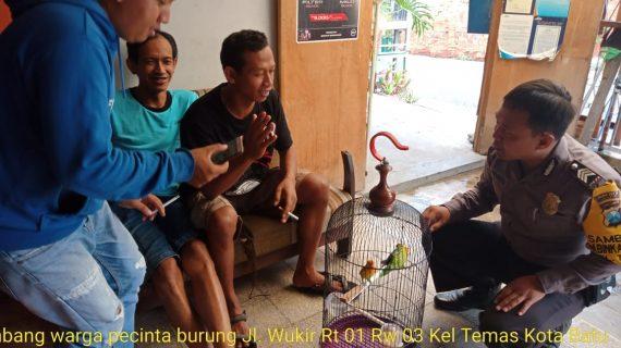 Sambang Warga Pecinta Burung Bhabinkamtibmas Polsek Batu Kota Sampaikan Pesan Kamtibmas