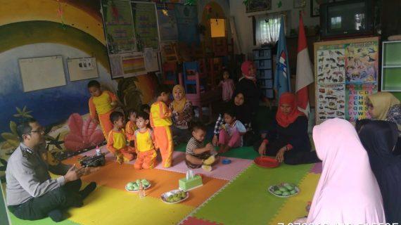 Sambang Sekolah PAUD Bhabinkamtibmas Kelurahan Songgokerto Polsek Batu Tingkatkan Pengawasan Anak Binmas Polsek Batu Kota Polres Batu