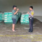 Sambang Gudang Cadangan Pangan Raskin Bhabinkamtibmas Kelurahan Temas Polsek Batu Kota Sampaikan Pesan Kamtibmas