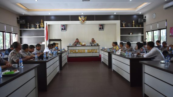 Kapolres Batu AKBP Budi Hermanto, S.H, S.I.K, M.Si pimpin rapat internal beri arahan pelaksanaan tugas
