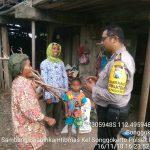 Giat Sambang Sore Sinergi Bersama Masyarakat Tani Oleh Anggota Bhabin Kelurahan Songgokerto Polsek Batu Kota Polres Batu