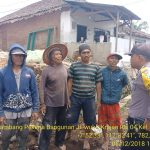 Sambang Pekerja Bangunan Oleh Anggota Bhabinkamtibmas Kelurahan Temas Polsek Batu Kota Polres Batu Guna Sampaikan Pesan Kamtibmas