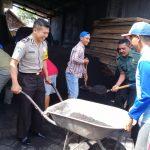 Demi Menjalin Kedekatan Dengan Warga Binaan, Anggota Babhin Desa Pendem Polsek Junrejo Polres BatuHadiri Kerja Bakti Bersama Masyarakat Bangun Ponpes Mafatihul Muhtadin.