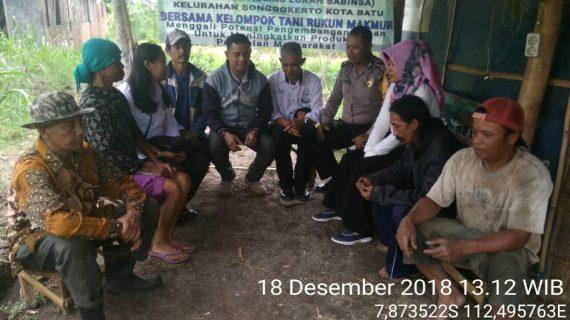 Temui Kelompok Tani Oleh 3 Pilar Kamtibmas Kelurahan Songgokerto Polsek Batu Kota Polres Batu Sampaikan Pesan Kamtibmas