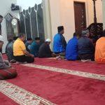 Bersama Warga Anggota Polsek Bumiaji Polres Batu Shalat Berjama'ah