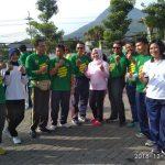 Anggota Polres Batu meriahkan peringatan hari Anti Korupsi dengan melaksanakan olahraga bersama dengan Pemkot Batu