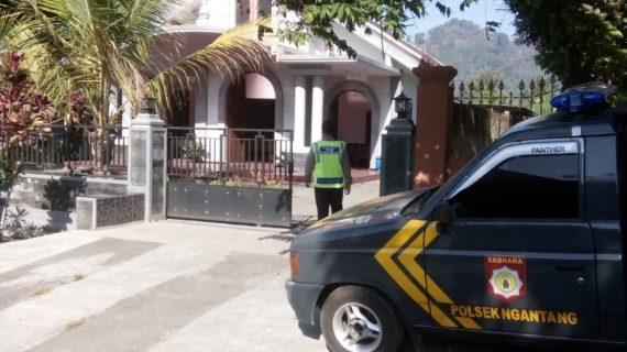 Kegiatan Pengamanan Tempat Ibadah, Polsek Ngantang Polres Batu Laksanakan Patroli