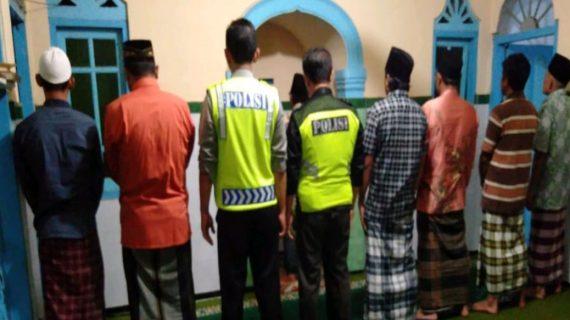 Tingkatkan Silaturahmi, Polsek Junrejo Polres Batu Shalat Bersama Warga