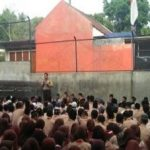 Giat Tatap Muka, Bhabinkamtibmas Kelurahan Sisir Polsek Batu Lakukan Binluh Kamtibmas Kepada Siswa SMK Islam Batu