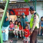 Anggota Bhabinkamtibmas Silaturahmi Sambang Warga, Sambang Warga Bhabinkamtibmas Desa Sidomulyo Polsek Batu Kota Polres Batu Tingkatkan Pengawasan Kepada Anak